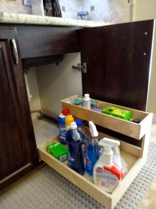 Pullout under sink caddy